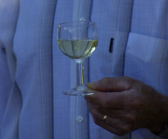 Glass of Chablis's wine © Multimédia & Tourisme
