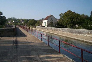 Lock on the Burgundy canal © OTSI de Saint-Florentin