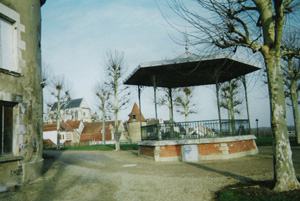 St Florentin's bandstand © Francis Marquet